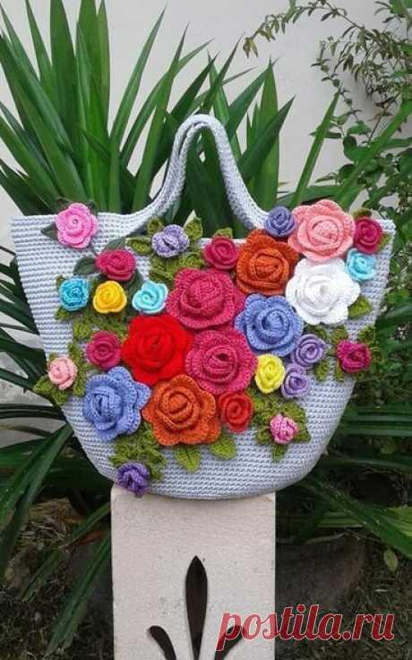 Красочные летние сумочки, украшенные цветочными аппликациями. Крючок.   Идея для вдохновения
