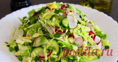 Весенний салат с редисом: всегда добавляю горчицу для пикантности Весенний салат с редисом Вроде и простой салат, который готовят все. Вы спросите, что тут такого? Да ничего такого, кроме одного ингредиента.