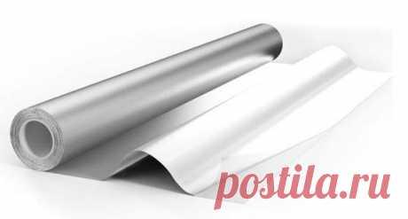 Лечение алюминиевой фольгой  Делается так называемый серебряный мостик и прикладывается к любому больному месту, после чего боли исчезают. Это какое-то чудо. Расскажу, как делается этот самый мостик.  Надо взять кусок широкого лейкопластыря и на него наклеить полоски фольги шириной 1 см, через 1,5 см вертикально, оставляя по 1 см вверху и внизу свободного пластыря, а также слева и справа по 1,5 см.  Это для того, чтобы пластырь приклеить к телу так, чтобы полоски фольги вс...