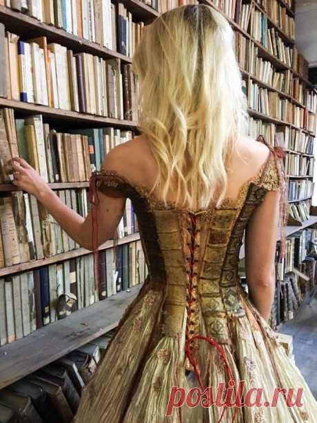 Дизайнер из Франции шьет нереальные платья, которые будто сходят со страниц волшебных сказок / Разное. Интересное / Бэйбики. Куклы фото. Одежда для кукол