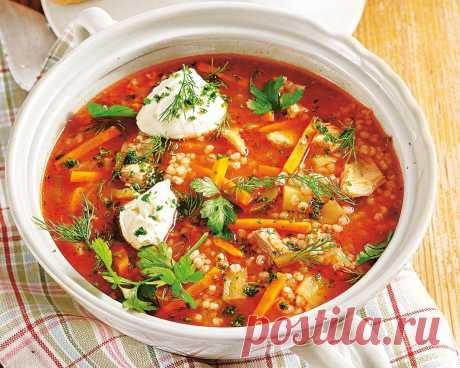 Суп с перловой крупой - это сытный и вкусный суп. В одной порции 260 ккал. Время приготовления блюда 130 минут.
