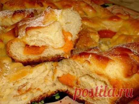 Пирог с яблоками и абрикосами