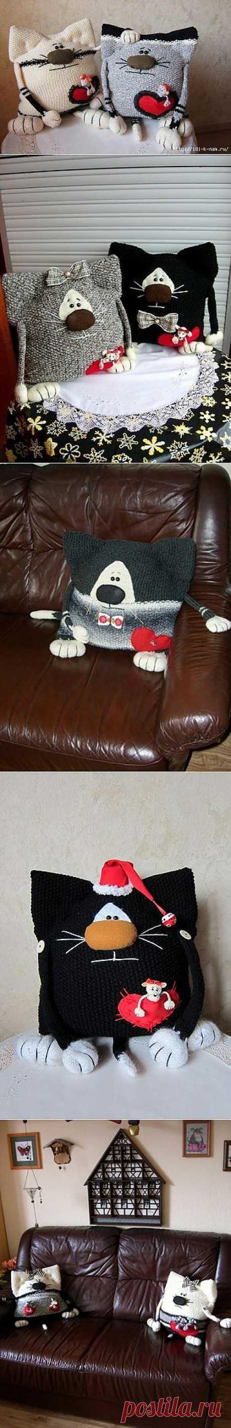Забавные кото - подушки.