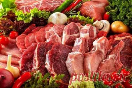 Как хранить мясо в морозилке: главная ошибка всех хозяек От хранения мяса зависит не только его годность к употреблению в пищу, но и сохранение питательных свойств и витаминов. Некоторые хозяйки не знают, что разные виды мяса хранятся по-разному и зависят от условий, в которых они находятся: оборудования; температуры; размера кусков; упаковки. Если вы купили мясо и собираетесь сегодня или завтра его приготовить, то необязательно его кидать в морозильник. Достаточно просто ...