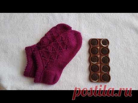 Короткие носочки, следики с ажурным узором вязаные спицами. How to knit easiest ever sock/slipper.