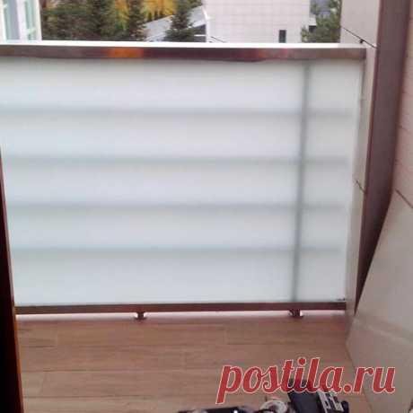 Ограждения балкона из матового стекла
