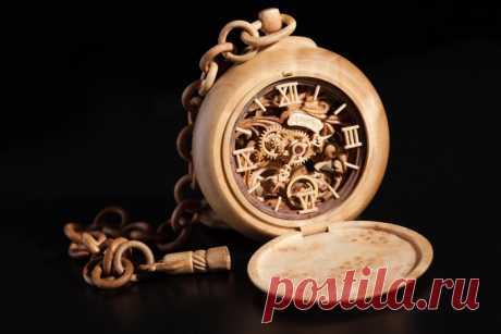 Часы необычные и оригинальные.