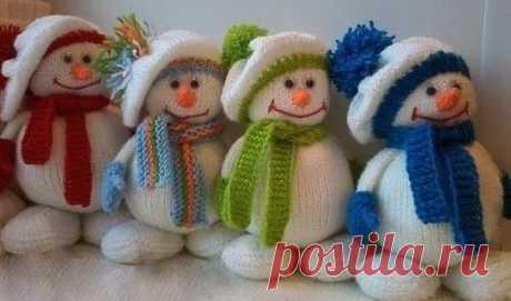 Снеговик спицами - идеальная зимняя игрушка, еще успеем связать до Нового года!