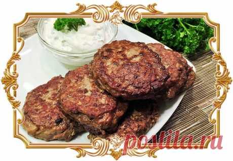 Оладьи из куриной печени с припеком  Этот вариант оладий готовится из куриной печени. А чтобы блюдо было интереснее, сделаем оладьи с припеком.  Ингредиенты: Показать полностью…