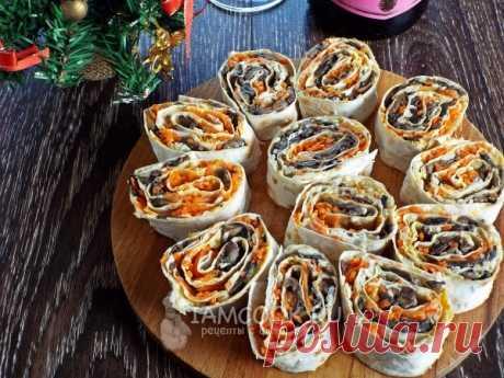 Рулет из лаваша с шампиньонами и корейской морковью — рецепт с фото на Русском, шаг за шагом. Пикантный и ароматный рулет из лаваша с грибной начинкой. Быстро, просто и вкусно! #рецепт #рецепты #рецептик #рулеты #закуска #закусочка #закускаизлаваша
