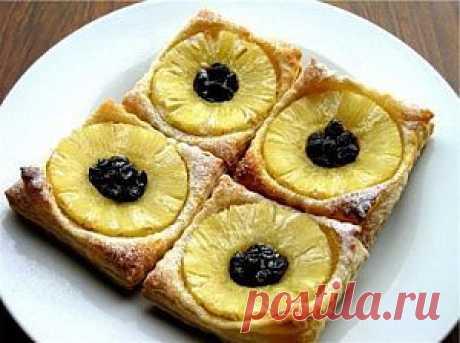 Слойка «Подсолнух» с ананасовыми кольцами – самый вкусный и быстрый десерт.