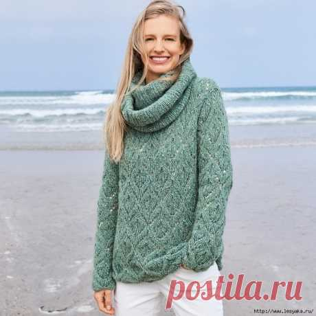 Нежный дуэт спицами: серебристо-зеленый свитер с ажурными ромбами и шарф-петля!