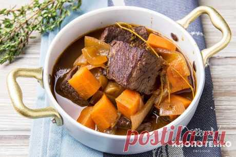 Беф бургиньон: простой рецепт мяса от Евгения Клопотенко Беф-бургиньон – идеальное блюдо для семейного ужина. Я предлагаю вам свой вариант этого рецепта, с которым справится даже начинающий кулинар.