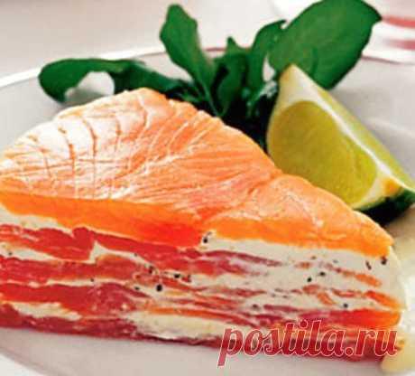 Простой закусочный торт с лососем.
