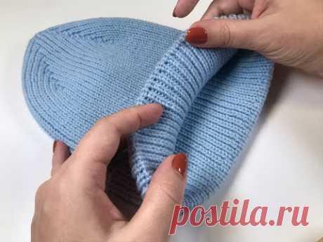 Модная шапка резинкой 1/1 с интересной макушкой и фиксированным отворотом