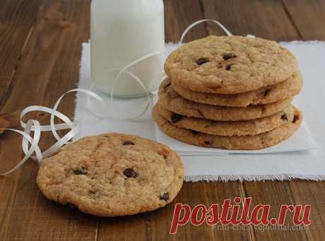 Chocolate chip cookies- печенье с шоколадными каплями, или чипсами.