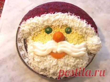 Новогодние салаты: шапка и варежка Деда Мороза / Простые рецепты