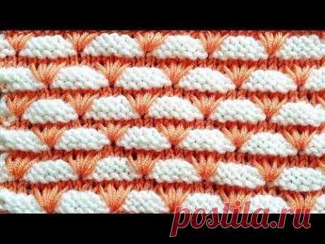 Миленький двухцветный узор. На сайте knittingideas.ru нашла описание этого узора на русском. Кому интересно - зайдите и перенесите себе. Там только описание. узора, который дан в видео на турецком.
