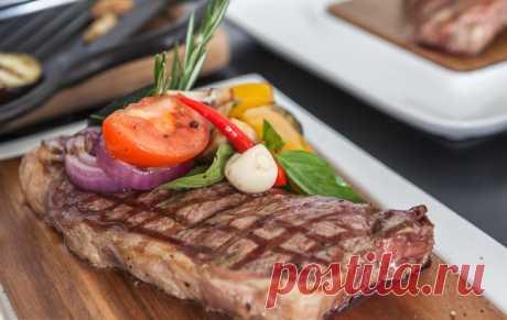 Hobby Grill - Нью-Йорк стейк с овощами-гриль и соусом «Горгонзола»