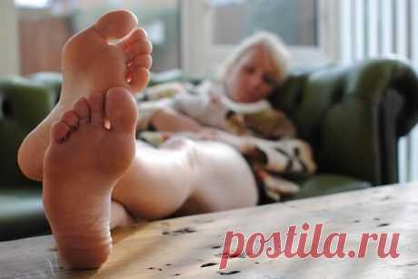Крутит ноги по ночам. Что делать, как лечить? Народное средство Крутит ноги по ночам. Что делать, как лечить? Лечение с помощью простого народного средства. Многим помогает уже первая процедура.