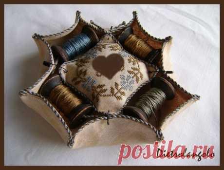 Мастера и умники: Удобная и красивая игольница из льна с вышивкой