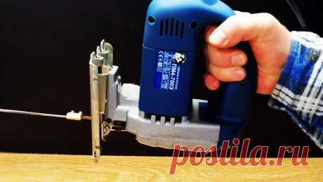 Лайфхак мастеру: Как установить надфиль на электролобзик Отверстия и пропилы сложной формы приходится подолгу доводить вручную надфилем. Если в наличии имеется электролобзик, то можно установить напильник на него, чтобы исключить ручной труд. Делается это элементарно.Что потребуется:надфиль;пилочка для лобзика шириной 5 мм;большая соединительная клемма