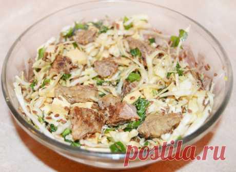 Теплый салат из капусты и говядины под соевым соусом