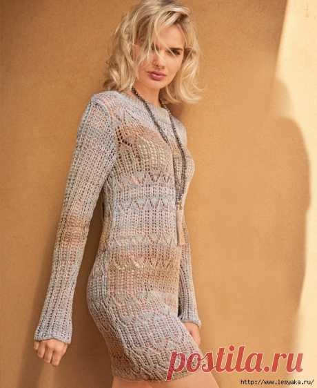 Облагающее ажурное мини-платье бежевого цвета спицами