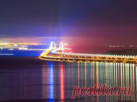 Вид на Крымский мост с горы Митридат.