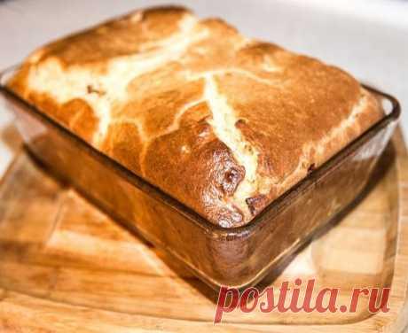 Пирог с мясом   Лучшего теста для наливных пирогов просто не бывает! Основное его преимущество - тесто без майонеза, а на кефире. Составляющие этого теста найдутся в каждом доме. Его приготовление займет всего минут 10, а результат получите превосходный. Выручит в любой ситуации.   Ингредиенты:  - 2 яйца  - 0.5 ч. ложка соли  - 1 стакан муки  - 1 стакан кефира  - 1 ч. ложка соды   Начинка:  - 300 гр фарша  - 2-3 луковицы, порезать кубиками  - соль, перец - по вкусу   Приго...