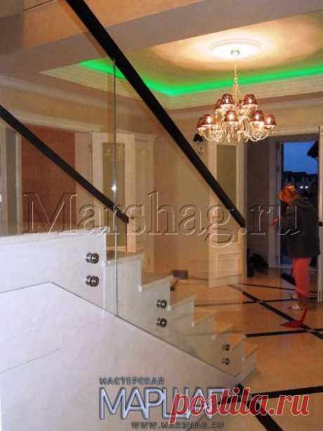 Лестницы, ограждения, перила из стекла, дерева, металла Маршаг – Лестничные перила из осветленного стекла