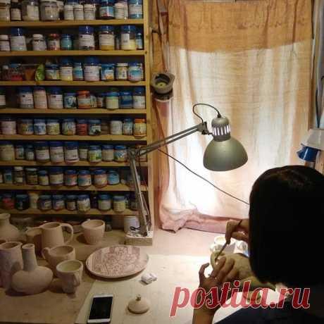 """Без баночек керамист не керамист! )) Самое забавное, что их всегда мало, как в шкафу у девочек... """"нечего надеть"""".. #ceramics #art #lizadrozdovskaya #keramika #gifts#handmade #ceramicsart #керамика #рабочийпроцесс #мастерская"""