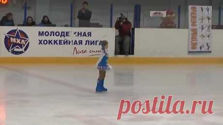 Похоже она в коньках родилась! Пятилетнее дарование. Невероятное мастерство