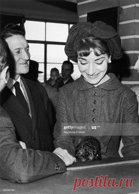 paris-orly-airport-maria-callas-leaving-for-milan-december-1958-picture-id106500795 (1467×2048)