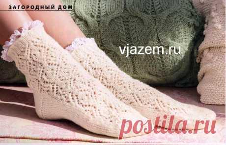 """Белые ажурные носки спицами с описанием из журнала """"Verena"""""""