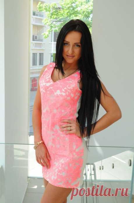 В НАЛИЧИИ!платье бело-розовое рр42-44 цена 1500руб.