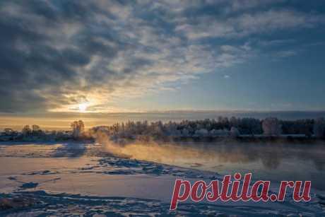 Зимнее утро на реке Великой, Псковская область. Снимал Виктор Желенговский: nat-geo.ru/community/user/220063 Погожего дня!