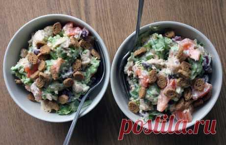 Летний салат с красной фасолью и сухариками. Похрустим