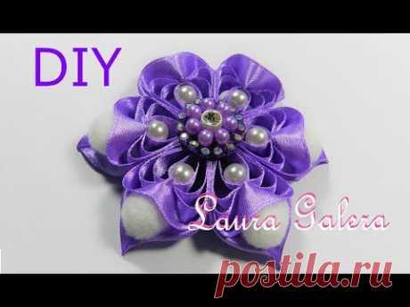 Ribbon flower with comb Flor con técnica de peine Flor em fitas