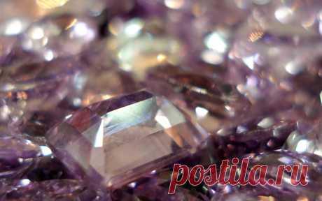 La compatibilidad de las piedras preciosas entre ellos.