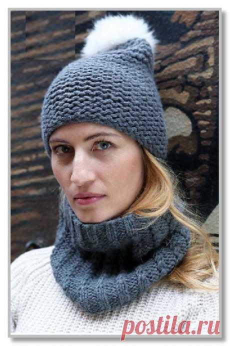 Вязание спицами. Описание женской модели со схемой и выкройкой. Шапочка с меховым помпоном и маленький шарф-воротник с косами. Размеры: единый