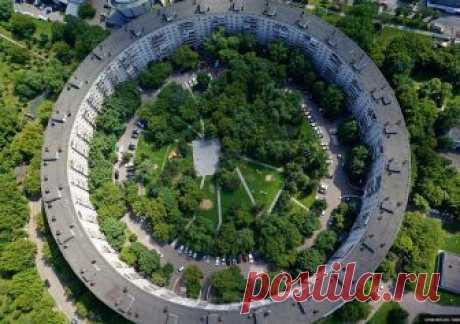 А вы знали, что в Москве есть Круглые дома «бублики»? Из статьи вы узнайте историю их создания, где они находятся и какие звезды СССР там жили.