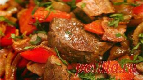 Мясо по-императорски. Название говорит само за себя    Мясо получается фантастически вкусным!          Ингредиенты: 800 г мякоти говядины100 мл соевого соуса1 луковица2 ст.л. растительного масла1 ст.л. меда1 ст.л. винного уксусаУкропПерец, соль Пригото…