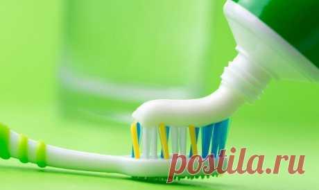 10 ИНТЕРЕСНЫХ СОВЕТОВ НЕПРИВЫЧНОГО ИСПОЛЬЗОВАНИЯ ЗУБНОЙ ПАСТЫ - Советы и Рецепты Зубная паста есть есть у каждого. Невозможно уже представить свою жизнь без утреннего и вечернего ритуала очищения зубов. Но оказывается, зубная паста имеет очень широкое нецелевое применение. Если применять зубную пасту с умом, то она станет незаменимым средством в вашей аптечке, а также помощницей в быту. Мы собрали самые полезные и интересные советы непривычного использования …