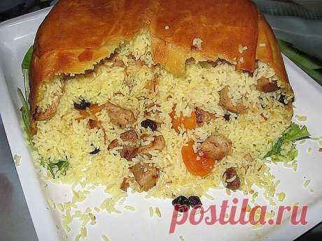 Этому рецепту больше не изменяю! Шахский плов — коронное блюдо многих азербайджанских хозяек.  Плов получил такое название по очень простой причине: это  необыкновенно вкусное блюдо подавали только самым почетным и дорогим гостям, правителям, шахам. Ингредиенты:                                                                                      Лаваш 2 шт.                                              Говядина 800 гр                                              Морковь 2 ш...