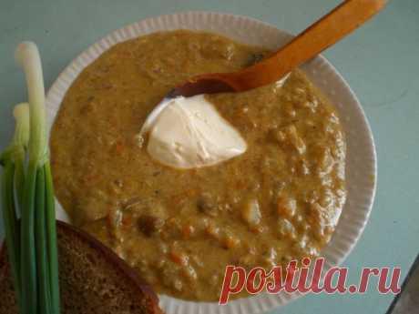 """Восхитительный грибной суп """"по-чешски""""  ИНГРЕДИЕНТЫ: - грибной замороженный набор (ни в коем случае не надо брать шампиньоны);- плавленная """"дружба"""";- пара морковок ;-2 луковицы;- картофель;- рис ;- масло;- соль.  Моем грибы и бросаем их …"""