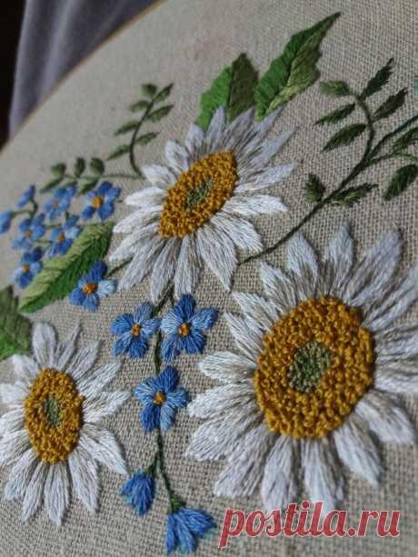 Как вышить простой гладью ромашку или любой многолепестковый цветок (подробные видео) | ВЕРА БУРОВА, канал про вышивку | Яндекс Дзен