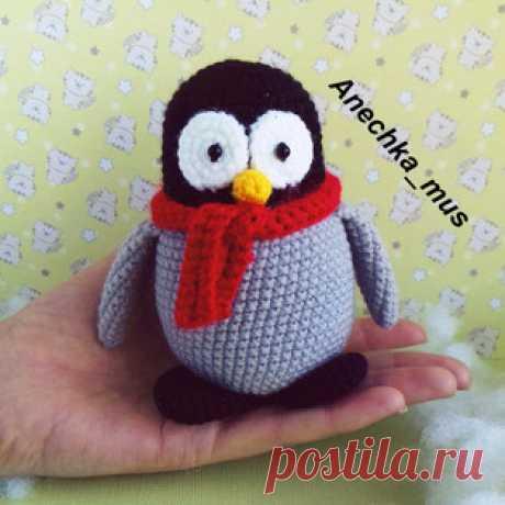 Пингвинёнок амигуруми. Схемы и описания для вязания игрушек крючком! Бесплатный мастер-класс от Анны Мустафиной по вязанию пингвинёнка крючком. Высота вязаного пингвина примерно 11 см. Для изготовления игрушки автор исп…