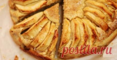 «Невидимый» яблочный пирог! Нашла этот рецепт в бабушкиной тетрадке.