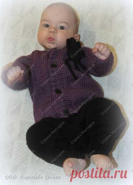 Вязаные бесшовные штаны для малыша 6-9 месяцев.